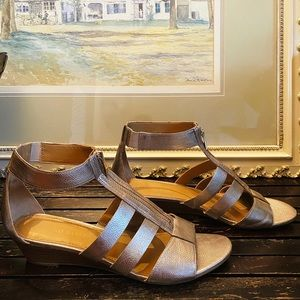 Franco Sarto gold sandals w/ankle strap size 10